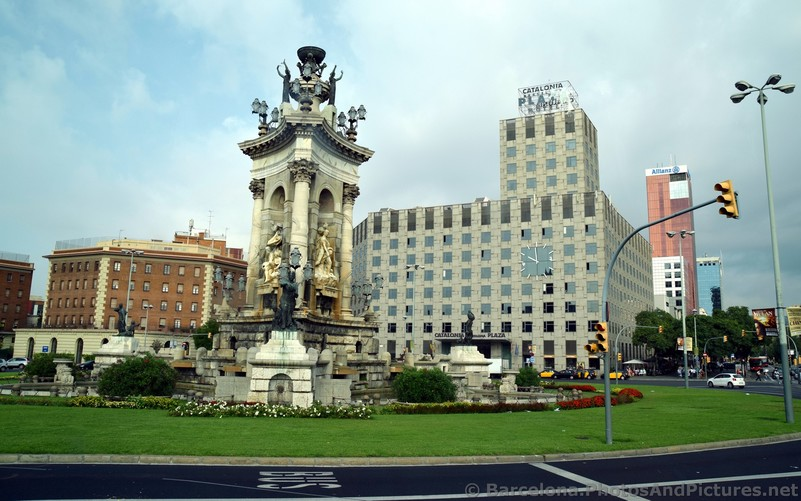 Statues of Placa d'Espanya and Catalonia Barcelona Plaza.jpg