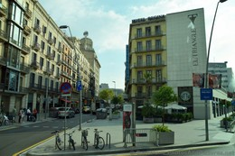 Hotel Regina and El Triangle in Barcelona.jpg
