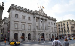 Barcelona City Hall Building Photo.jpg