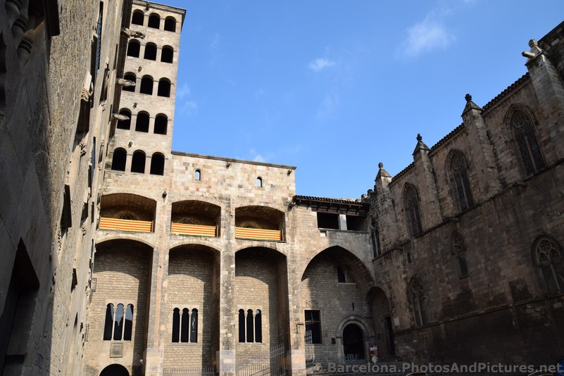 Palau Reial Major at Placa del Rei Barcelona.jpg