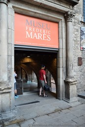 Frederic Mares Museum Barcelona Entrance Way.jpg