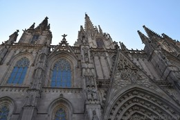 Barcelona Cathedral Front Facade Spires.jpg