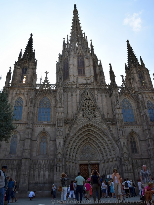 Front of the Barcelona Cathedral.jpg