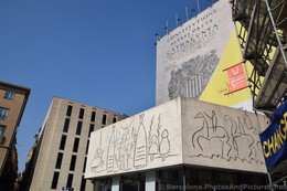 Catalan Constitutions & Stick Figure Drawing near Barcelona Cathedral.jpg