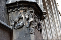 Griffin and Warrior Sculpture on Pillars of Barcelona Cathedral.jpg