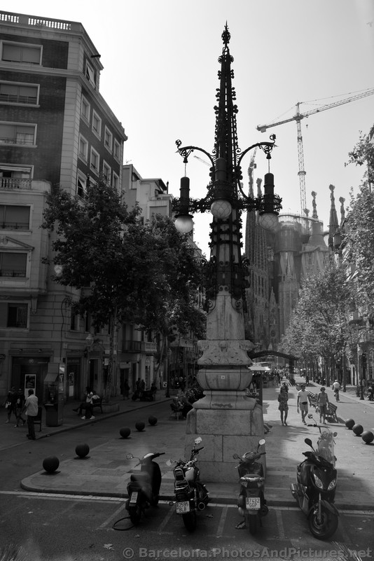 Sculptured Lampost with Sagrada Familia in the Background.jpg
