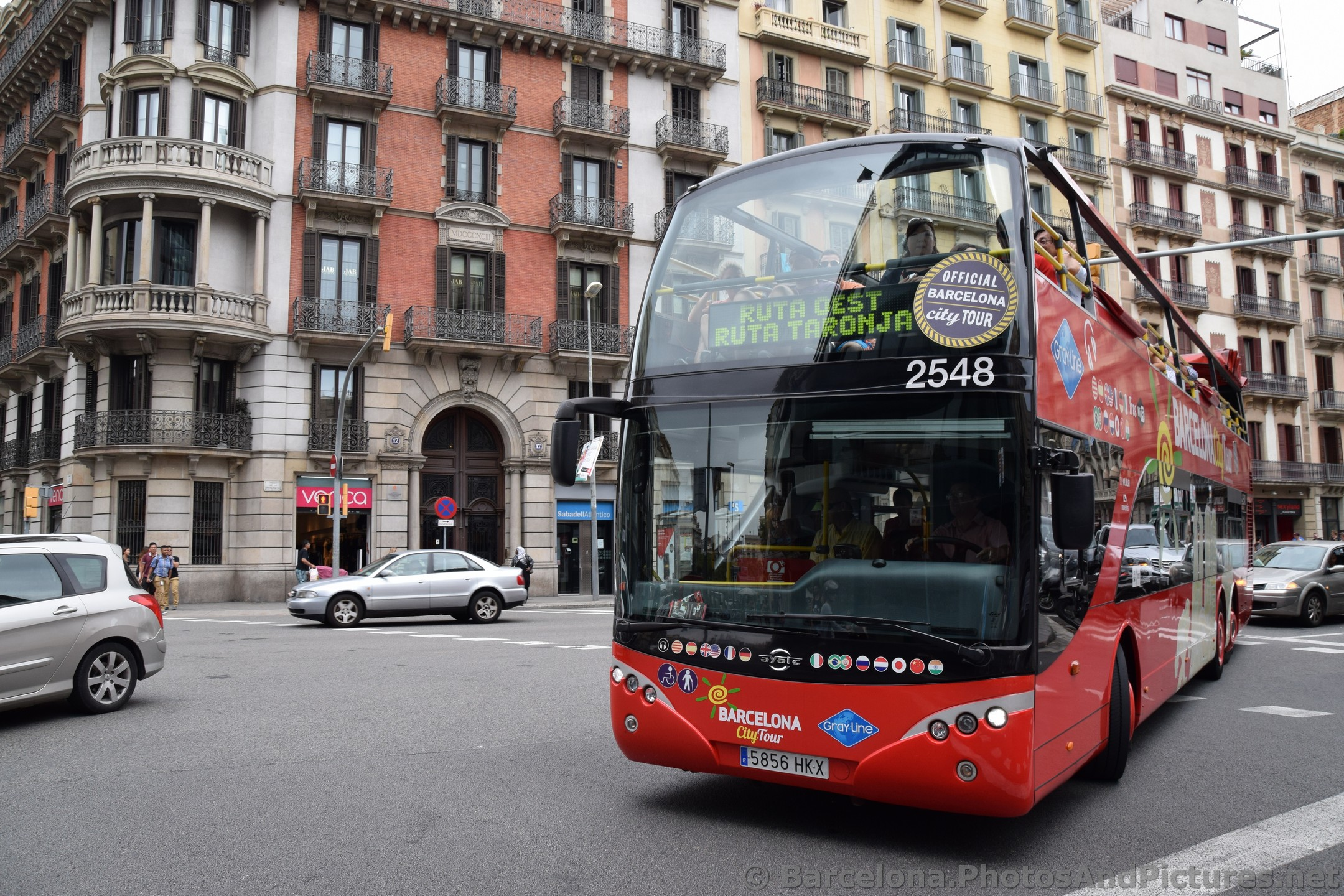 Picture of Gray Line Barcelona City Tour Bus.jpg